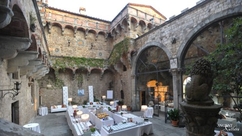 italian-backyard-antique-limestone-flooring-wall-cladding