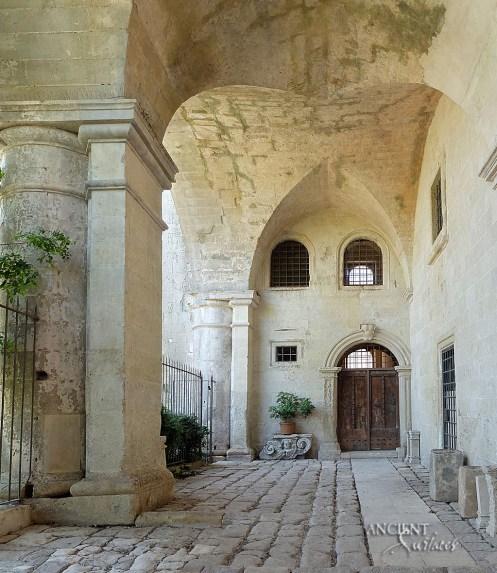 outdoor-terrace-limestone-flooring-limestone-columns