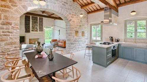 kitchen-farmhouse-wall-cladding-wood-beams