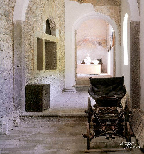 old-world-architectural-hallway-with-limestone-stone-flooring-patios-limestone-wall-cladding