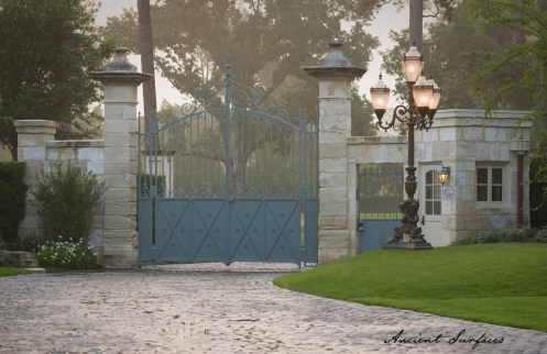 french-farmhouse-ancient-surfaces-outdoor-courtyard-with-limestone-pavers