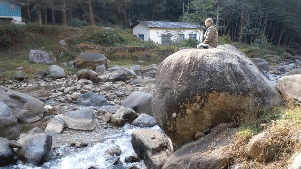 ヤムナ川と天風岩 写真