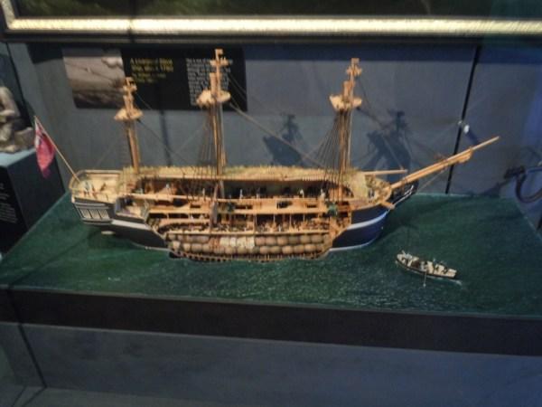 奴隷船の模型