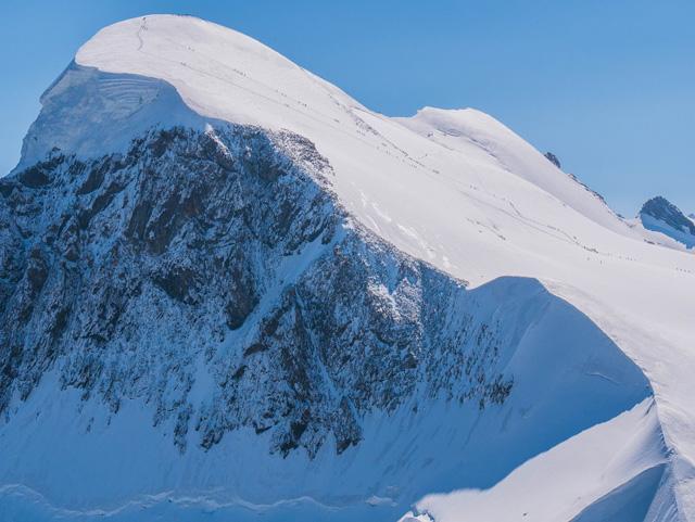 24時間テレビ【土屋太鳳】雪山登山のホグロフスのジャケットがいいなと思う私