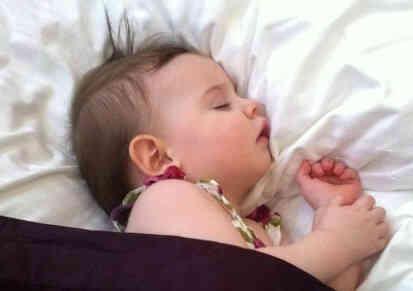كيف انام بعمق كيف أنام ساعات طويلة كيف انام وانا مافيني نوم إندكو