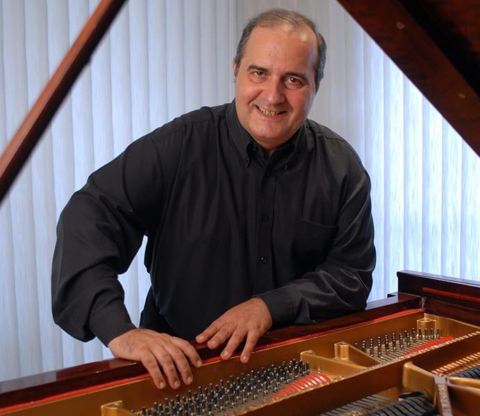 Jorge Luis Prats. Foto Roy Quesada