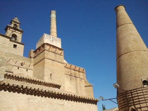 Il forno, il camino e la torre del monastero, tutto nel CAAC della Cartuja.
