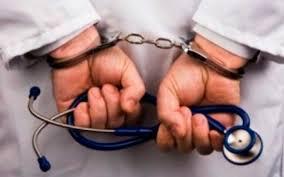 Un ginecólogo es aprehendido por abusar sexualmente a una paciente