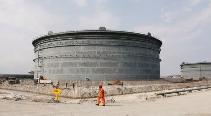 El hombre más rico de África planea invertir 15.000 millones de dólares en una refinería capaz de 'cambiar el juego' en el mercado petrolero regional