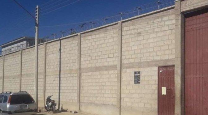 Denuncian a policías por proveer alcohol y contratar prostitutas para internos del penal