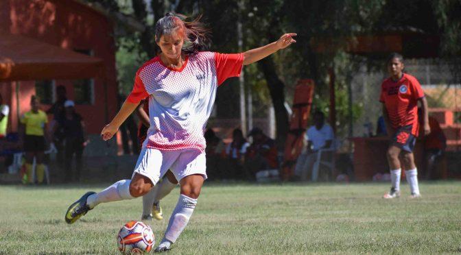 Siete tarijeñas en la selección nacional femenina de fútbol sub-17