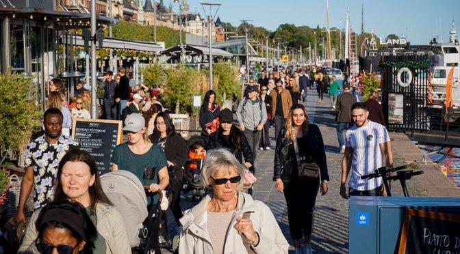 Sin barbijo ni aislamiento, cómo hace Suecia para evitar los contagios