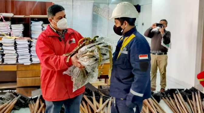 Gobernación entrega herramientas para la lucha contra incendios a grupos de bomberos voluntarios de Tarija