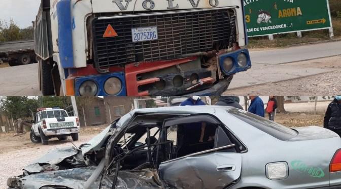 Yacuiba: Tres personas que iban en un auto resultaron heridas tras ser colisionados por un camión