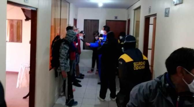 El Alto: Encuentran extranjeros en situación irregular durante operativo en alojamientos