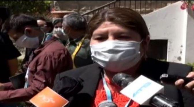 Gobernadora de Cochabamba defiende a Evo y dice que «él responderá de su vida»