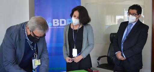 El Banco de Desarrollo Productivo (BDP) firmó convenio con Pro Mujer y CRECER IFD