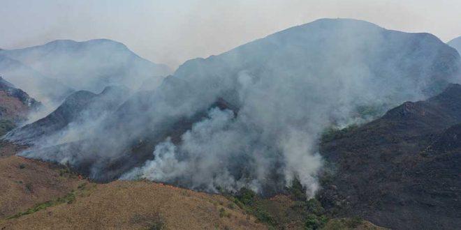 Piden apoyo aéreo para controlar incendio en Villa Montes