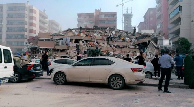 Daños tras el potente terremoto de 6,9 que sacudió Turquía y Grecia