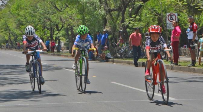 El ciclismo tarijeño espera respuesta para cerrar una avenida los domingos para los niños