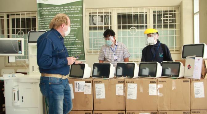Oliva entrega 20 monitores y un equipo de anestesia al HRSJD