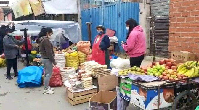 Vendedores de micro mercado en Méndez Arcos denuncian que son agredidos por algunos vecinos