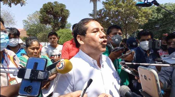 """Locatarios y alcalde Vallejos protagonizan bochornoso cruce: """"Irrespetuosa, mentirosa"""""""