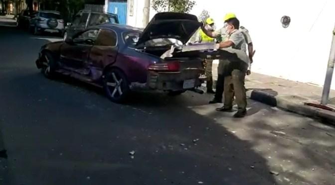 Dos vehículos colisionan en el centro de la ciudad, se registraron daños materiales