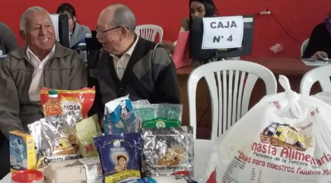 Adultos mayores de Bermejo marcharon en contra del gobernador Oliva