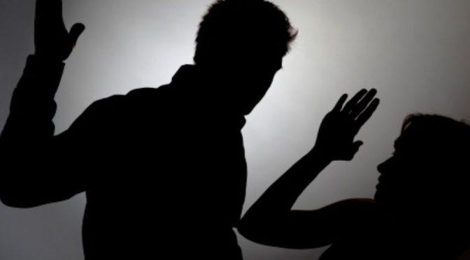 Mujer asegura que es violada, golpeada por su marido y la fiscalía le da terapia psicológica