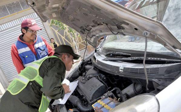Policía de Tarija reporta poca afluencia de personas en puntos de inspección técnica vehicular