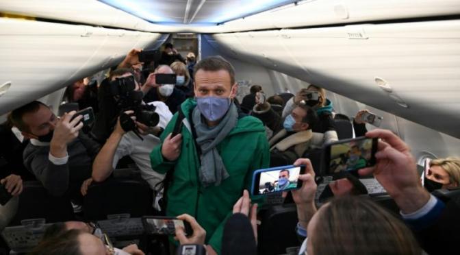 El opositor Alexéi Navalni, detenido a su regreso a Rusia