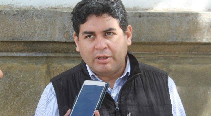 Piden al gobernador cumplir con las normas y alejar del cargo al secretario de Economía
