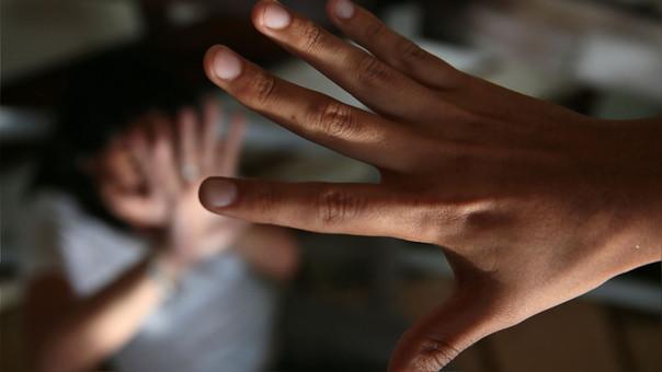 Un sujeto de 50 años es sentenciado a 30 años de cárcel por violar a su hijastra