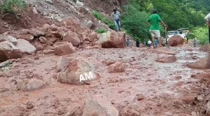 Circulación hacía Villa Montes se cortó por unas horas por derrumbes en El Angosto