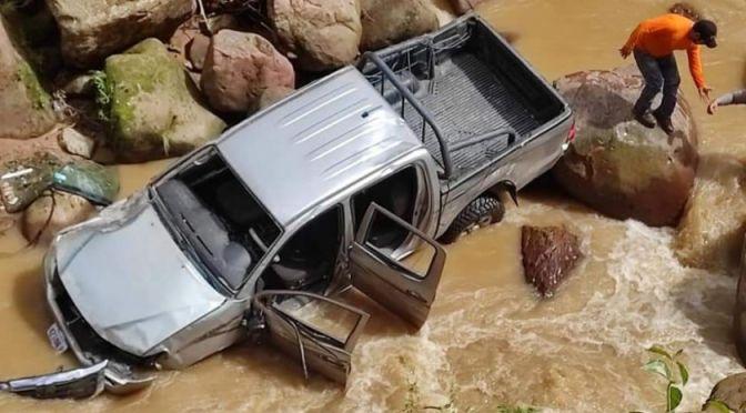 Vehiculo del TED con maletas electorales se accidenta en Monteagudo