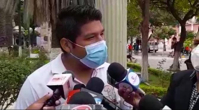 Azero tilda de racista y corrupto a Oscar Montes