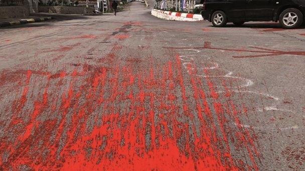 Birmania: Derraman pintura roja en honor a civiles asesinados