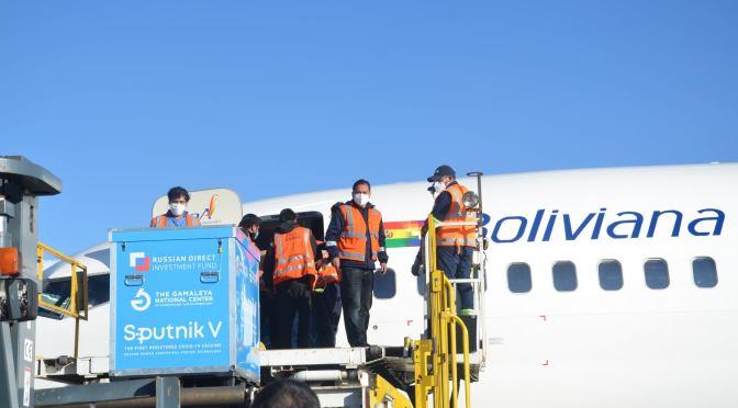Llegará a Bolivia 1 millón de vacunas Sinopharm y 17,6 toneladas de insumos entre este martes y jueves