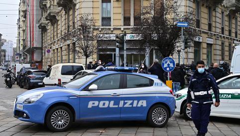Dos arrestados por incendiar un centro de vacunas anticovid en Italia