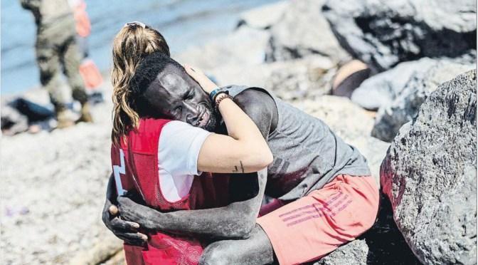 El abrazo que desató el odio y la solidaridad en España
