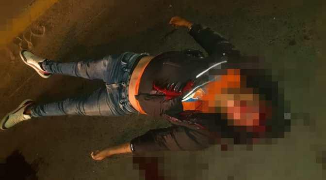 Una motocicleta choca a un pretil fallece y muere el acompañante del conductor