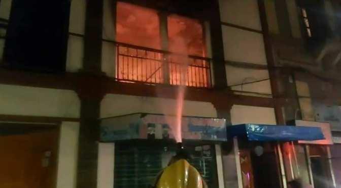 Bomberos investiga incendio producido en un depósito del centro de la ciudad