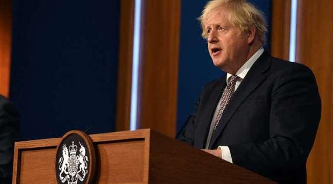 Inglaterra abandonará los barbijos y la distancia contra el Covid-19 en dos semanas
