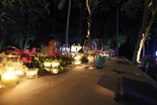 beautiful dinner table at the Sheraton Krabi