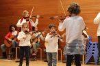 Concierto de Navidad 2016 Nuestros jóvenes violinistas con sus mamás y papás