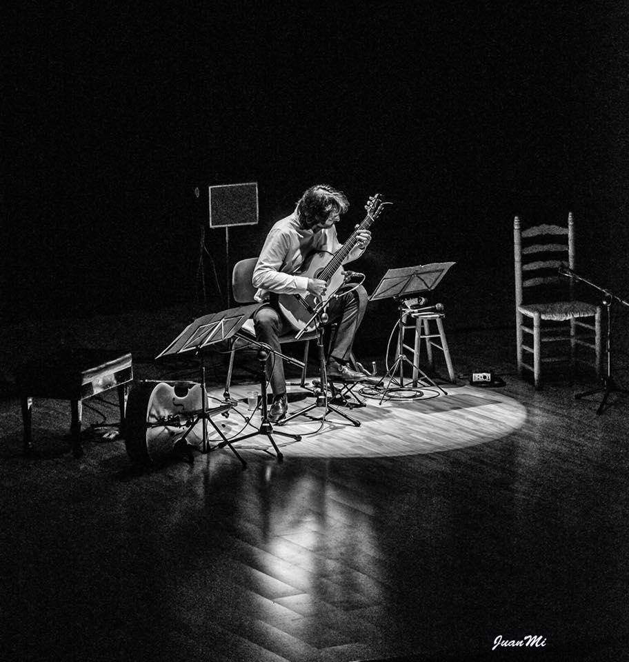 Toni Cotolí tocando en el Palau