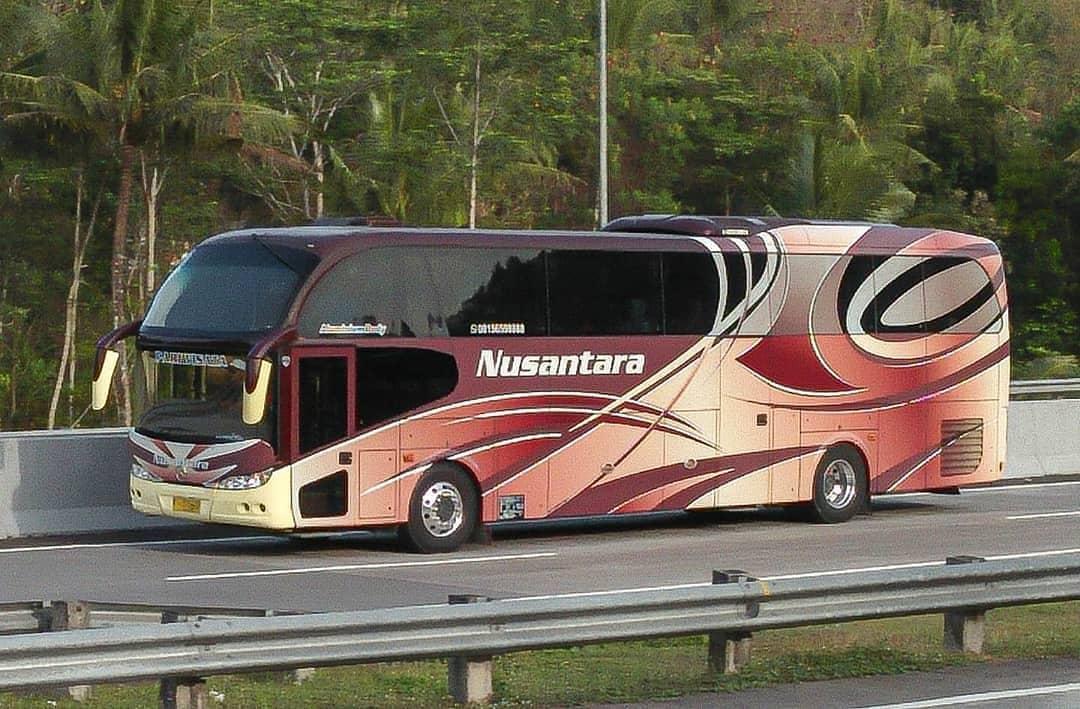 model Bus High Deck bus pariwisata