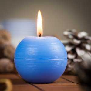 Svíčka – světle modrá koule s certifikovanou přírodní silicí, Candle - light blue ball with certified 1