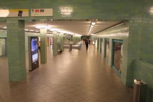Der U-Bahnhof Alexanderplatz  - Übergang von der U2 zur U8